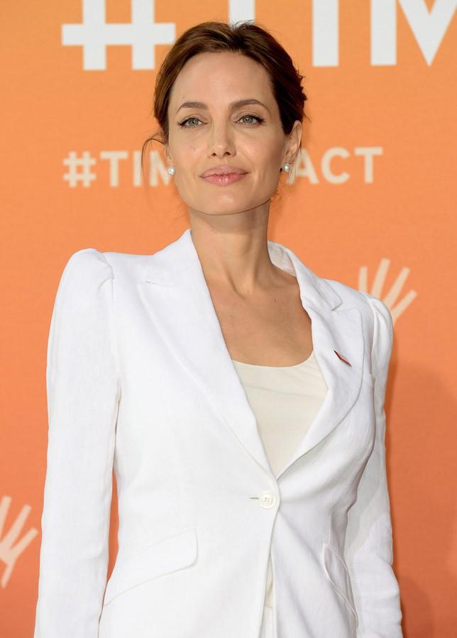 Angelina Jolie à Londres le 10 juin 2014 pour co-présider le sommet sur le viol en tant que guerre