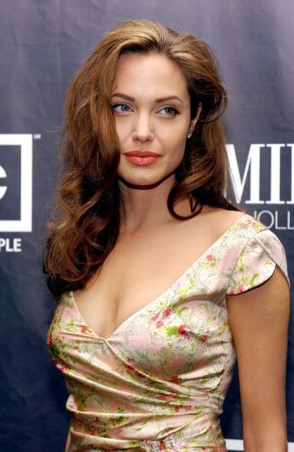 """Angelina Jolie lors de la 11e soirée annuelle """"Women in Hollywood"""", le 14 septembre 2004."""