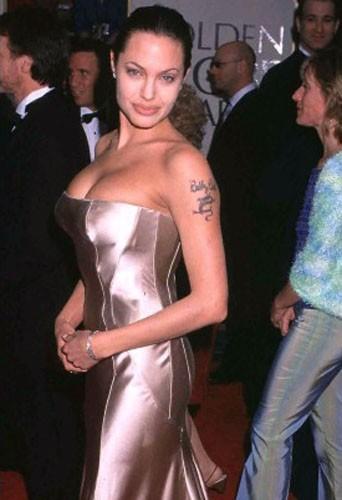 Angelina Jolie lors des Golden Globes en 2001.