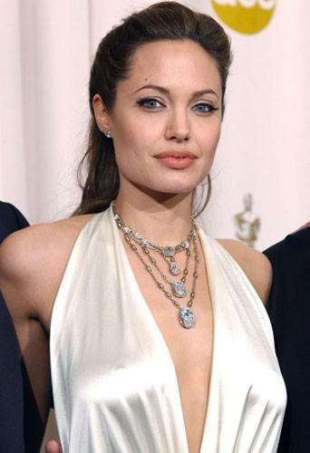 Angelina Jolie lors lors de la cérémonie des Oscars en 2004.