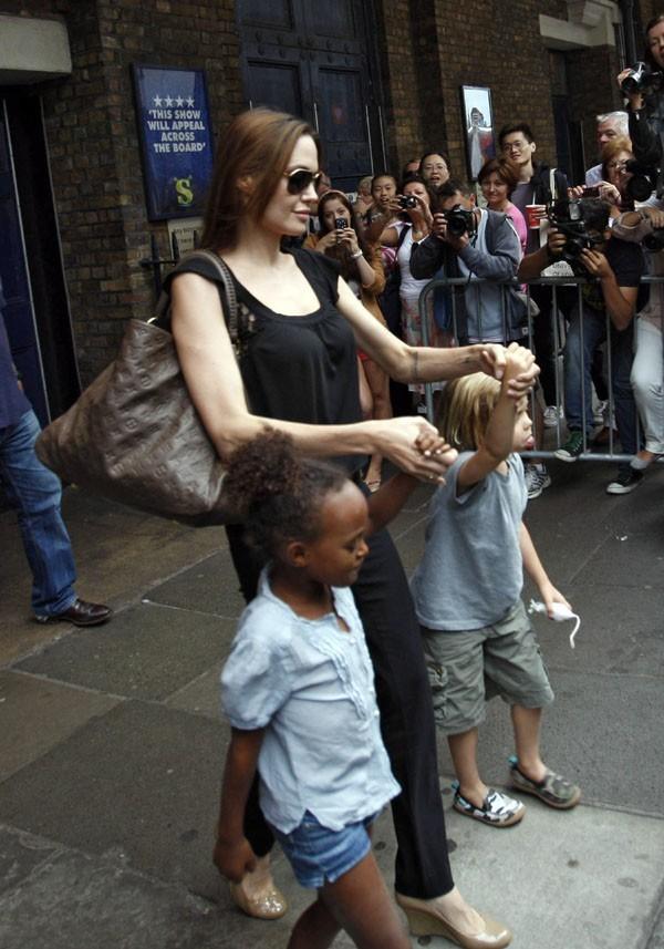 Angelina trouve toujours de quoi les occuper !