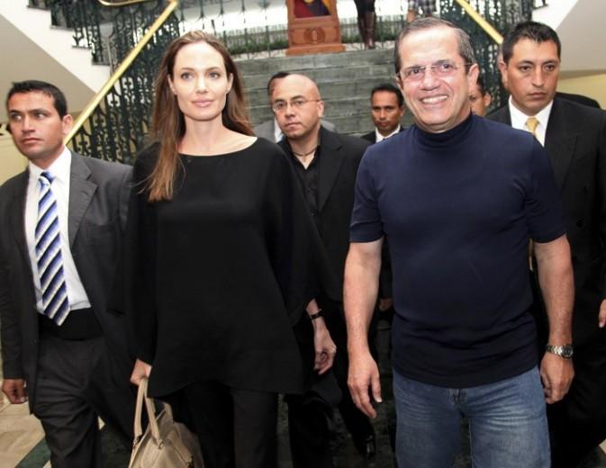 Angelina Jolie en Equateur pour assumer son nouveau rôle au sein de l'ONU