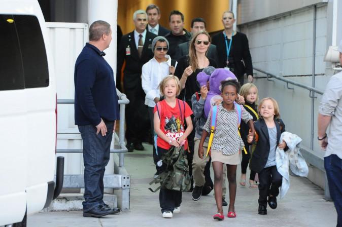 Angelina Jolie et ses enfants Shiloh, Maddox, Pax, Zahara, Vivienne et Knox arrivent à Sydney en Australie, le 6 septembre 2013.