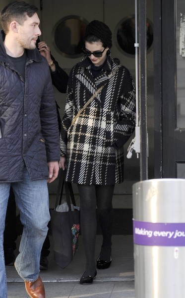Anne Hathaway à l'aéroport d'Heathrow, le 5 février 2013.