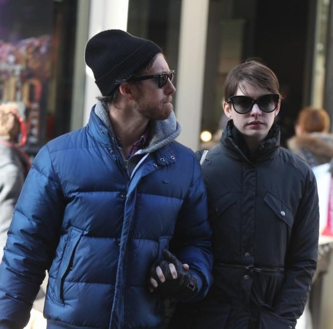 Anne Hathaway et Adam Shulman le 28 décembre 2012 à New York