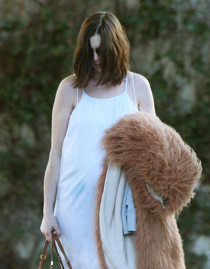 Anne Hathaway : Enceinte, elle sort en mode incognito !