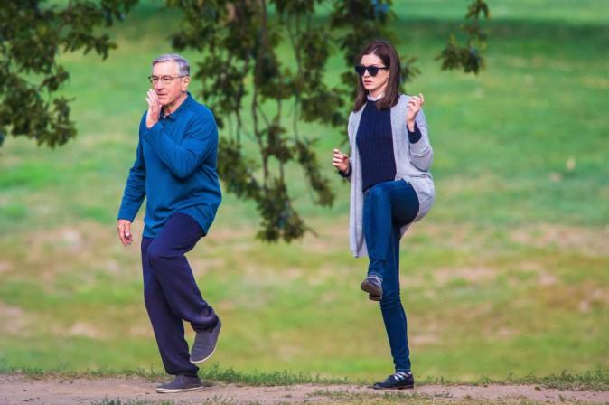 Anne Hathaway et Robert De Niro : le tai-chi c'est mieux à deux !