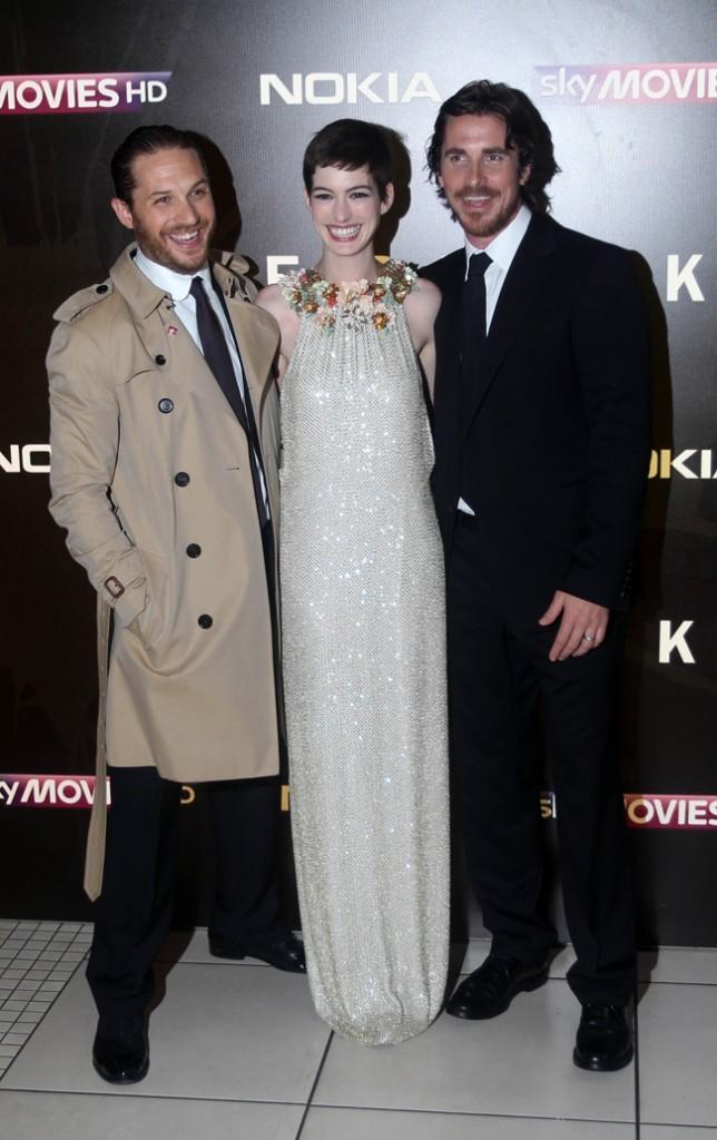 Anne Hathaway aux côtés de Tom Hardy et Christian Bale le 18 juillet 2012 à Londres