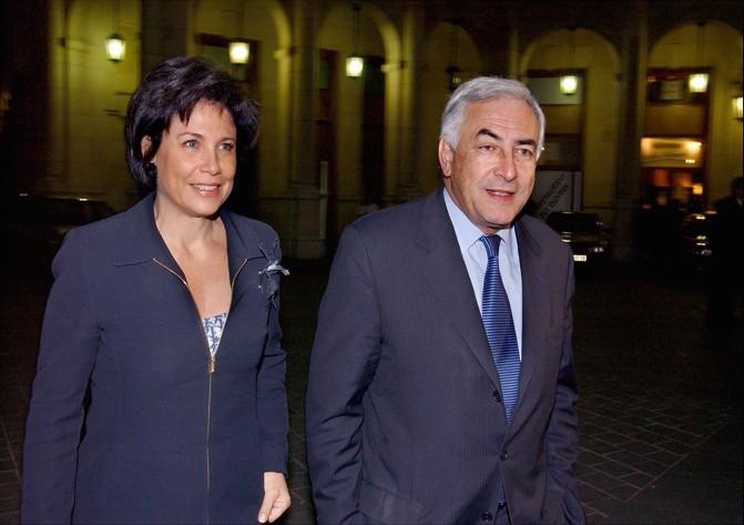 DSK et Anne Sinclair à la sortie d'un théâtre parisien
