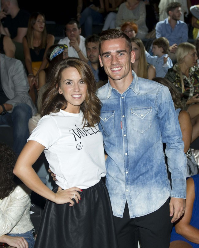Antoine Griezmann avec sa chérie Erika Choperen à la Fashion Week de Madrid le 14 septembre 2014