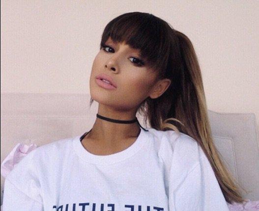 Ariana Grande avec une frange, elle a interdiction de chanter pour le président !