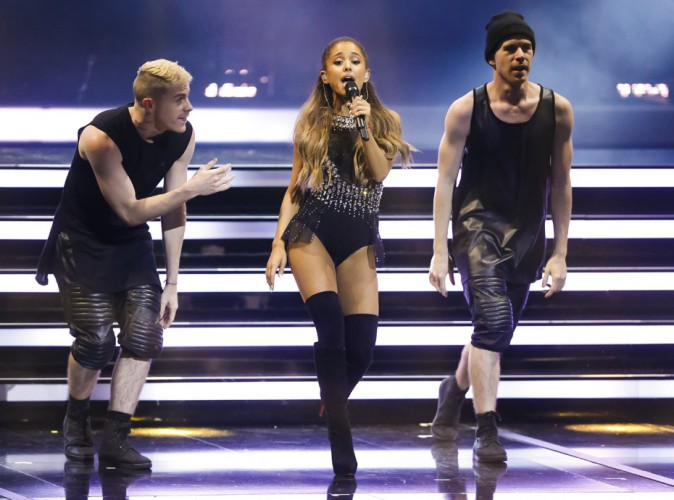 "Ariana Grande : elle bluffe avec une version piano/voix de son tube ""Break Free"" aux Bambi Awards !"
