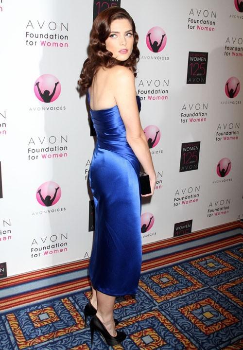 Superbe dans sa robe Donna Karan !