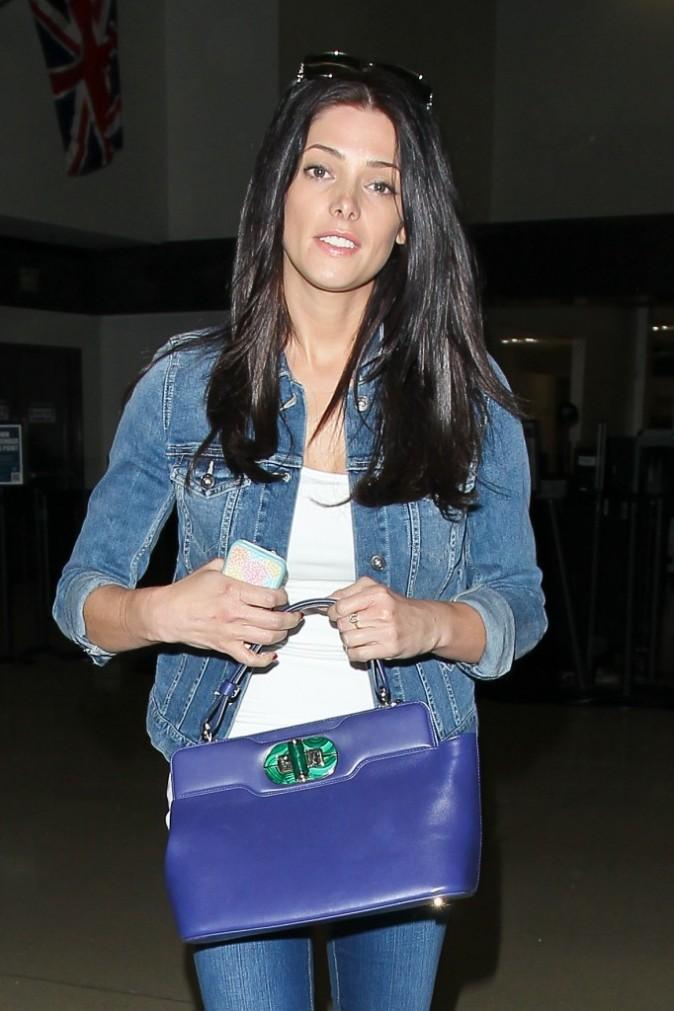 Ashley Greene à l'aéroport de Los Angeles le 4 avril 2013