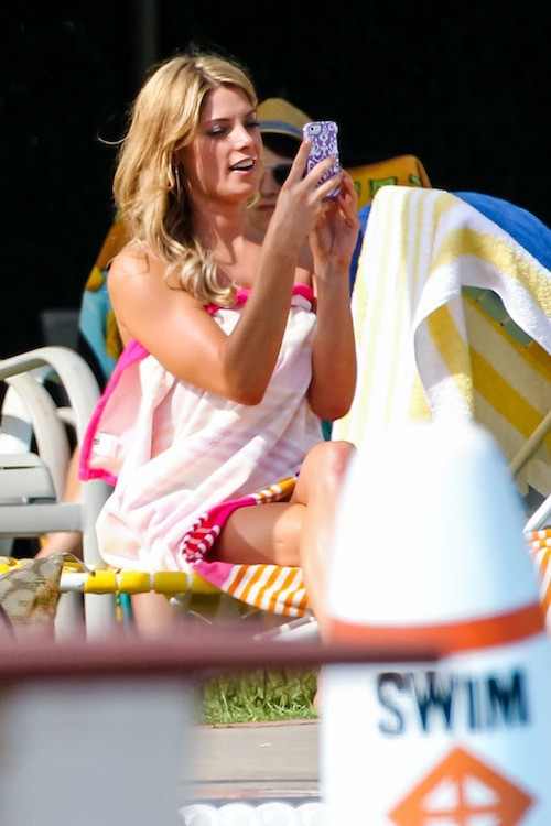 Photos : Ashley Greene : ultra-blonde et topless sur le tournage de Staten Island Summer !