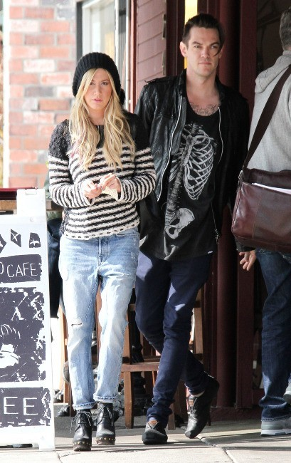 Ashley Tisdale et Christopher French à Los Angeles, le 6 février 2013.