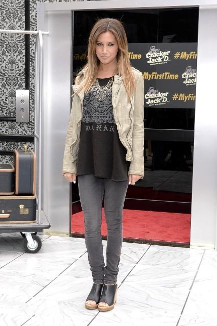 Ashley Tisdale en promo pour la marque Cracker Jack'd à New York, le 15 mai 2013.