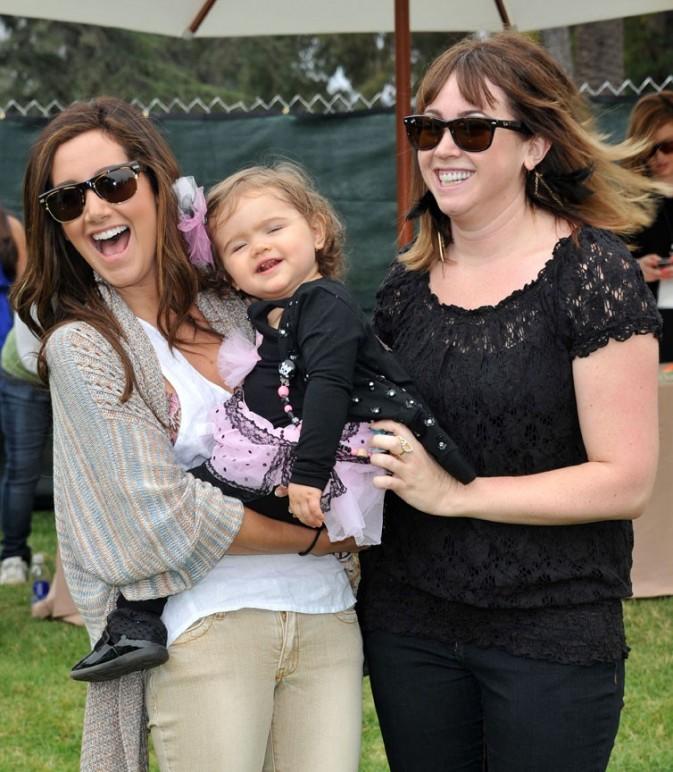 Ashley Tisdale avec sa soeur et sa nièce !