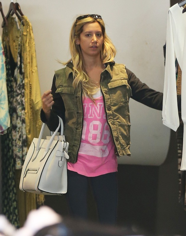 Ashley Tisdale le 26 février 2013 à Los Angeles