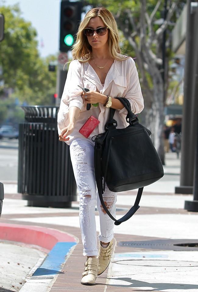 Ashley Tisdale le 25 juillet 2012 à Los Angeles