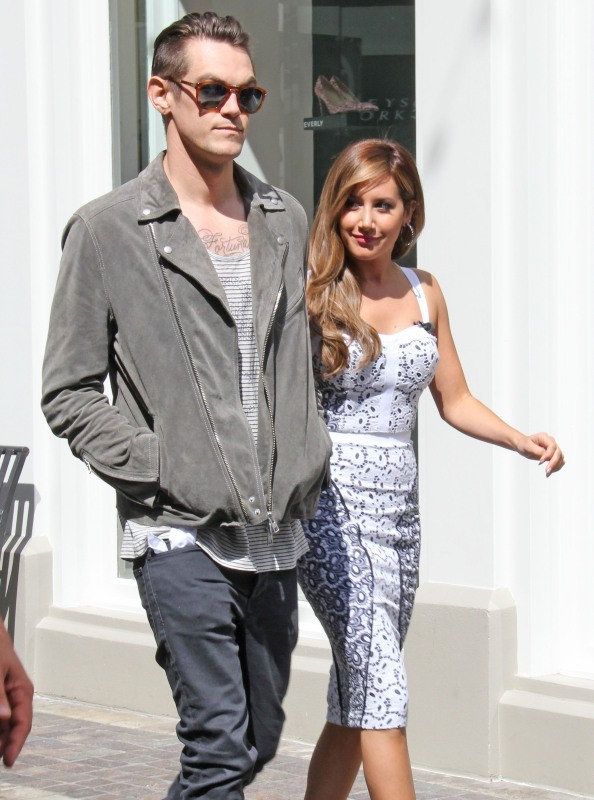 Ashley Tisdale et Christopher French à Los Angeles, le 2 avril 2013.