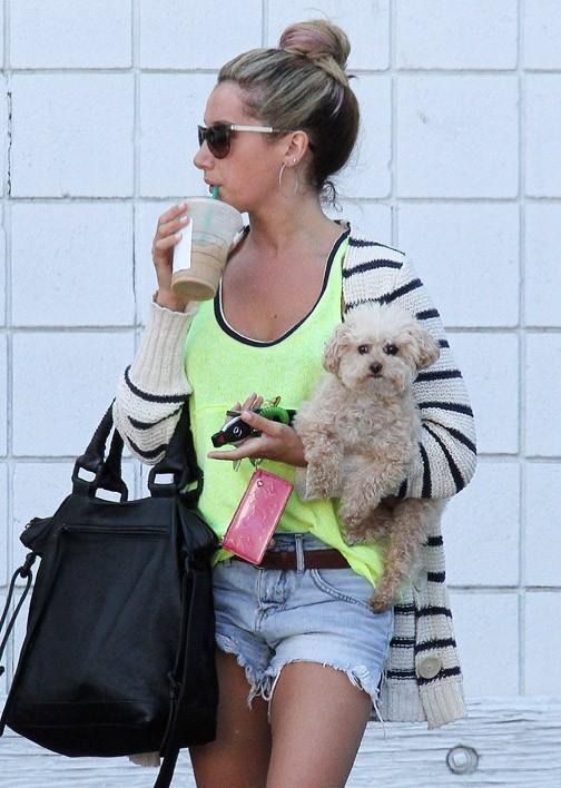 Ashley Tisdale à Hollywood le 7 août 2012