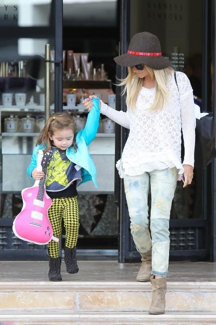 Ashley Tisdale et sa nièce Mikayla le 7 mars 2013 à Los Angeles