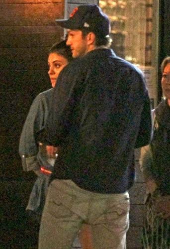Mila Kunis et Ashton Kutcher à Los Angeles le 12 mars 2014