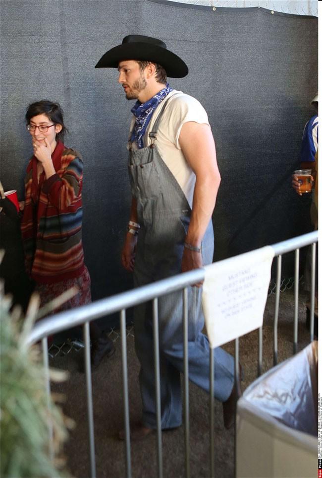 Ashton Kutcher et Mila Kunis au Stagecoach Music Festival le 26 avril 2014