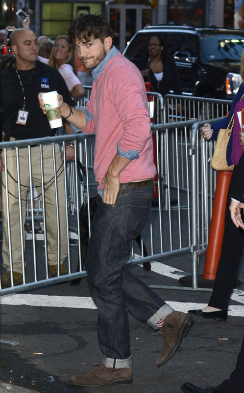 Ashton Kutcher arrive aux studios de l'émission Good Morning America, à New York