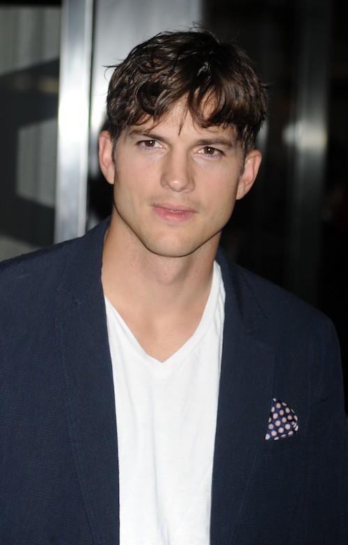 Photos : Ashton Kutcher sexy et décontracté pour la première de Jobs !