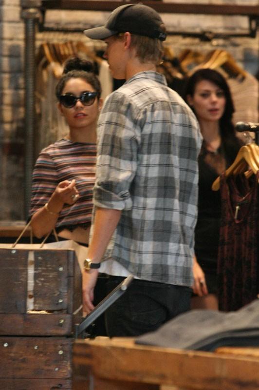Vanessa Hudgens entraîne son petit-ami dans une énième séance shopping