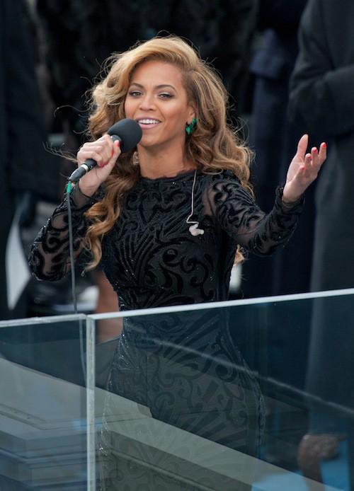 Photos : avant Miley Cyrus, Beyoncé, Lady Gaga, Madonna ont choqué des milliers de spectateurs !