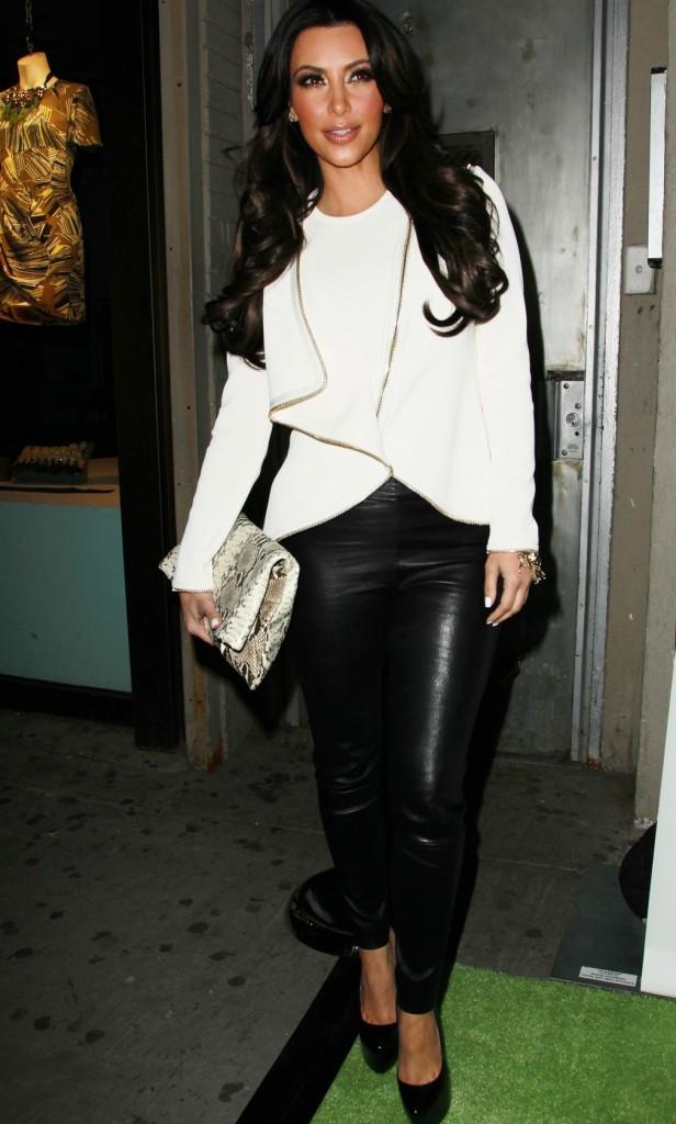 Kim a sorti le pantalon en cuir !