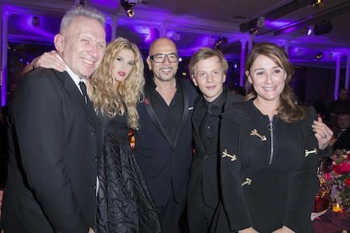 Jean Paul Gaultier, Pascal Obispo et sa compagne, Daniela Lumbroso et Alex Lutz au dîner de la mode, le 29 janvier 2015