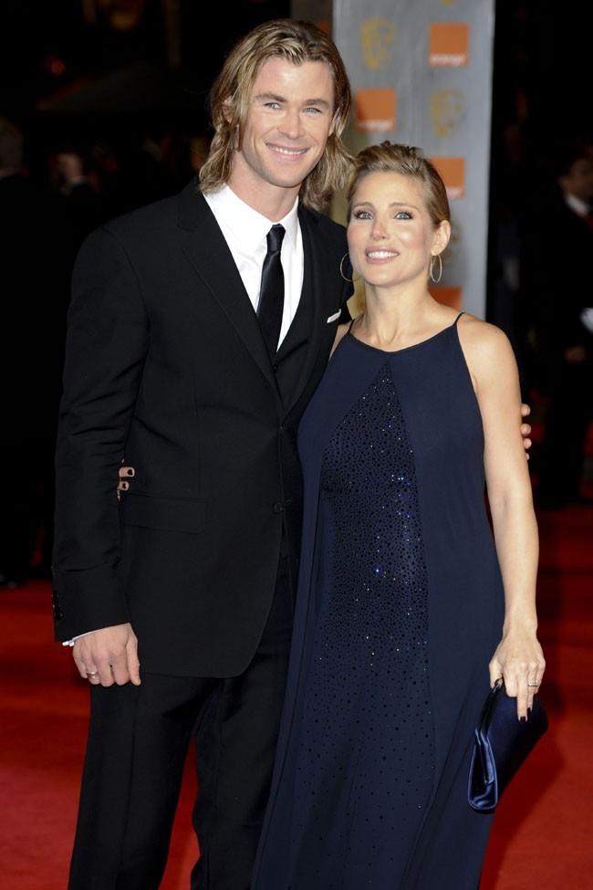 Elsa Pataky et Chris Hemsworth sur le tapis rouges des BAFTA