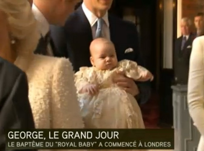 Le prince George, avec ses parents, Kate Middleton et le prince William, arrivent au Palais St. James, le 23 octobre 2013.