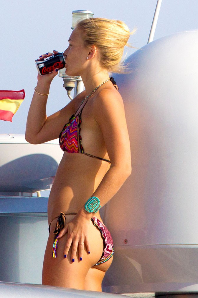 Bar Refaeli en vacances à Ibiza le 21 juillet 2013