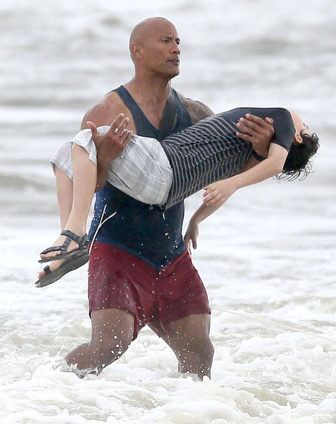 Photos : Baywatch : Zac Efron, The Rock, Kelly Rohrbach vont enfin sauver des vies !