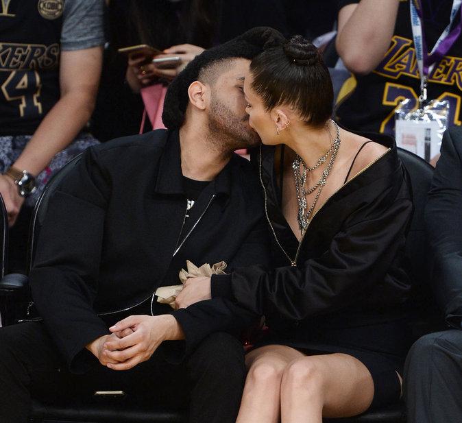 The Weeknd et Bella Hadid lors d'un match des Lakers