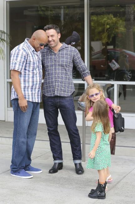 Ben Affleck et ses filles Violet et Seraphina, Santa Monica, 6 octobre 2012.