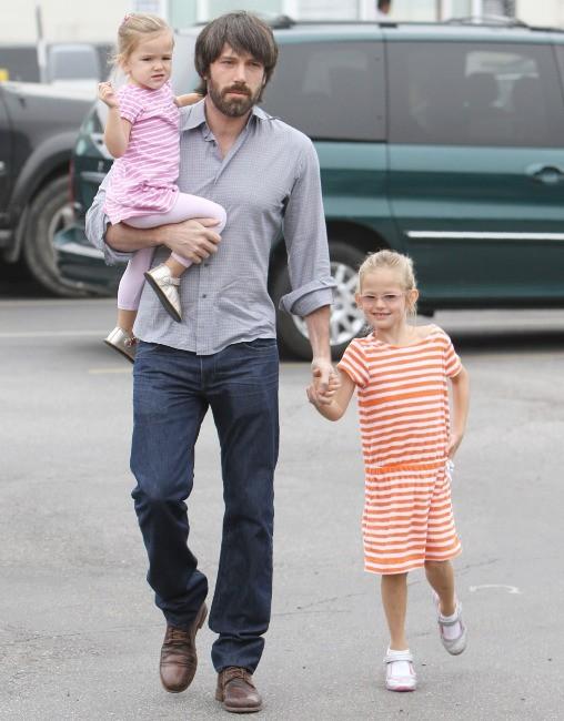 Violet est ravie de retrouver enfin son papa !