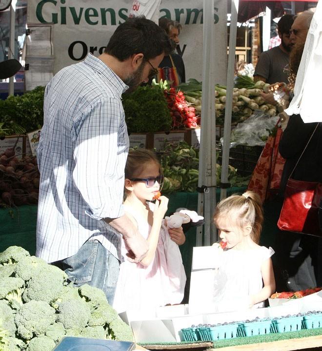 Ben Affleck au marché de Pacific Palisades avec Violet et Seraphina le 20 janvier 2013