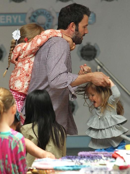Ben Affleck en mode papa poule avec ses deux filles !