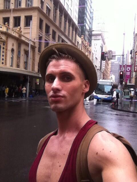 Photos : Benoît Dubois : bien arrivé en Australie, il a retrouvé ses copines Anaïs et Amélie !
