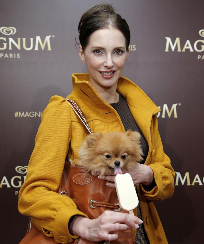 Frédérique Bel et son toutou adorent Magnum