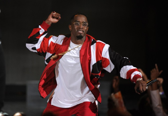 BET Awards 2015 : P. Diddy : Il chute en pleine prestation !
