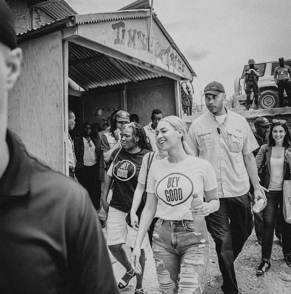 Beyoncé en voyage humanitaire en Haïti le 16 mai 2015