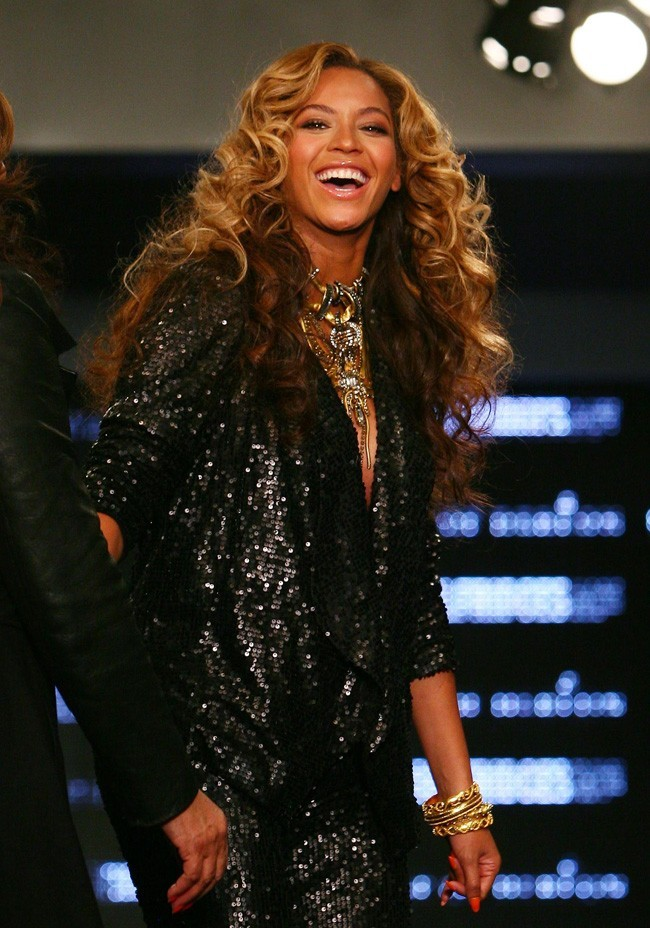 photos beyonc cr atrice de mode la fashion week. Black Bedroom Furniture Sets. Home Design Ideas