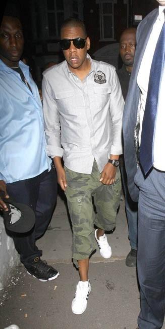 Jay-Z se rendant à la soirée de lancement du nouvel album de Beyoncé à Londres, le 27 juin 2011.